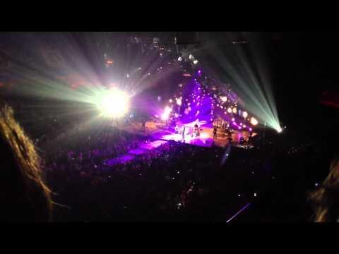 Blake Shelton & Dia Frampton - I Will live 2/26/12