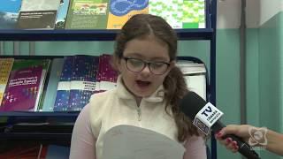 Aluna Ana Julia recebe moção de aplausos por vencer concurso de redação