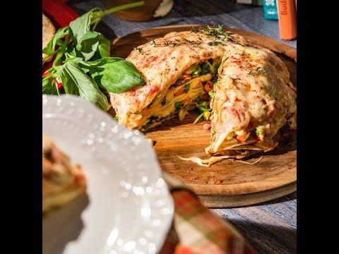 Tort de clătite cu mix de legume, bacon și mozzarella