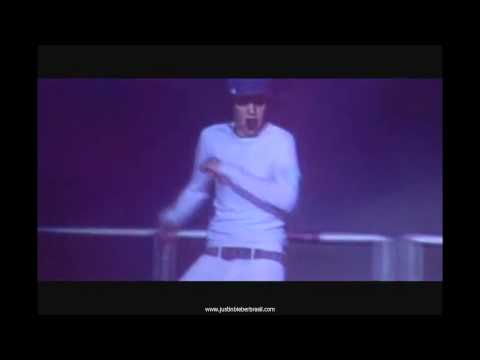 Justin Bieber Pants Fall Down During Concert