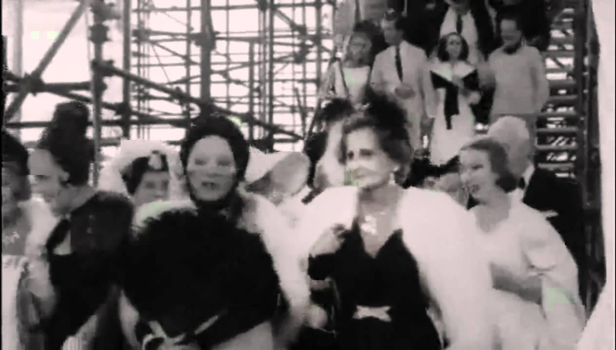 La Passerella D\'addio---Nino Rota/ 8½ Finale--Federico Fellini - YouTube