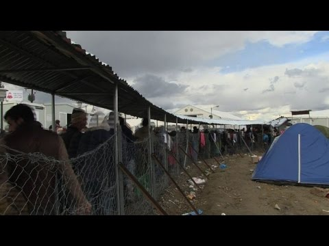 Timelapse as thousands camp at Greece-Macedonia border