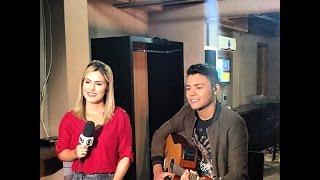 Luz aparece sobe a cabeça do Felipe Araujo( irmão do CrisAraujo ) Durante entrevista...