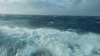 Огромные волны Атлантического Океана