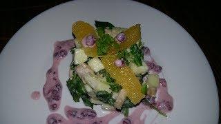 Авторский фитнес салат с куриной грудкой, фруктами с йогуртной заправкой