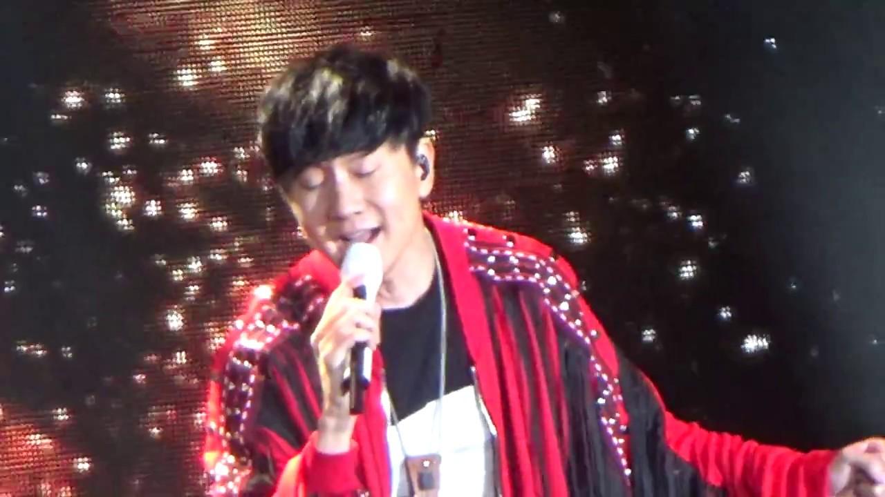 2017新北耶誕城巨星演唱會(第二天)25【壓軸巨星JJ林俊傑SOLO。修練愛情】 - YouTube