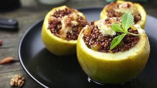 Как приготовить печеное яблоко с красным рисом, изюмом и орехами | Простой рецепт