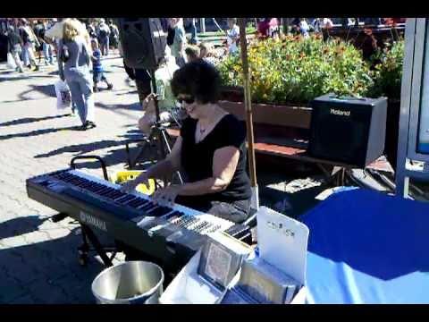 Amazing Keyboardist! Caroline Dahl @ Pier 39