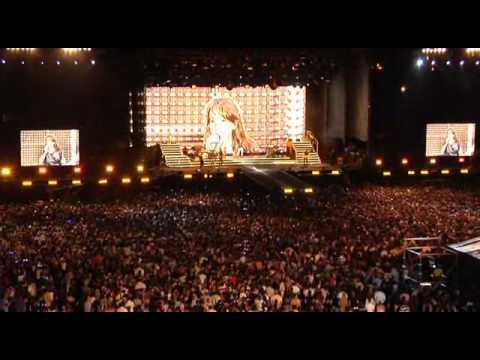 Laura Pausini - Laura Live World Tour 2009 - Part 2.avi