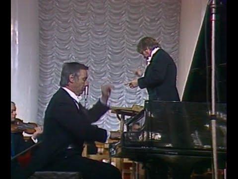 Evgeny Malinin plays Shostakovich Piano Concerto no. 1, op. 35 - video 1979
