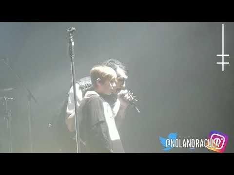 Marilyn Manson Sings