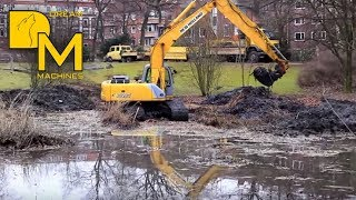 EXCAVATOR IN DEEP SHIT ++ NEW HOLLAND E215 DIGGING DIRT IN MUDDY POND