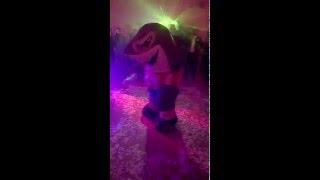 tiburn willy mascota junior bailando champeta carnaval 2016 barranquilla colombia