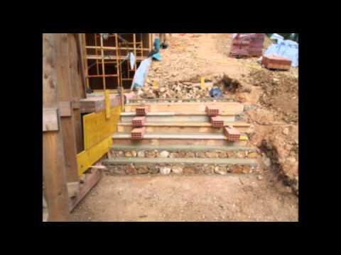 Diario de una casa 24 escaleras y muros de piedra i for Como hacer una escalera en concreto