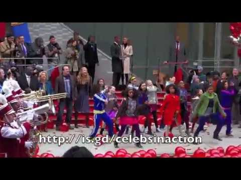 Jamie Foxx, Quvenzhané Wallis And 'Annie' Cast Perform InHarlem