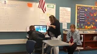 Un professeur crie à un étudiant au-dessus de jouer Roblox