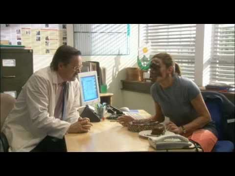 Green Wing Clip - Sue and the Cake