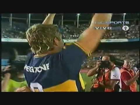 Palermo desde la mitad de la cancha a Independiente