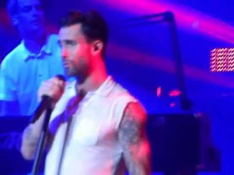 Maroon 5 Mansfield Ma 2013 clip of Misery / Get Lucky