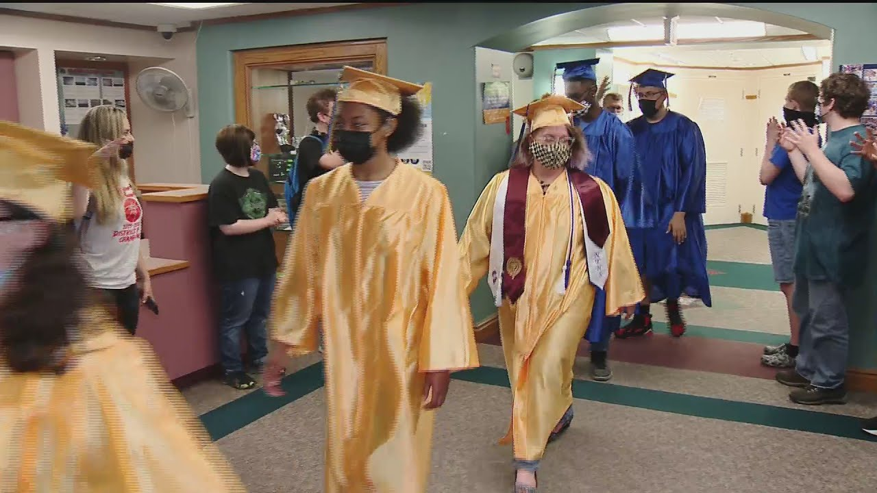 10 Seniors At Western PA School For The Deaf Celebrate Graduation