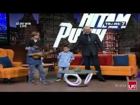 Dia Siapa...😂😂  Bocah pengamen Makassar yang viral menyanyikan lagu DIA dari Anji Suara kakaknya b