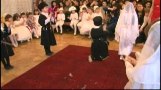 Дети танцуют лезгинку. Новогодний утренник (дек. 2011)