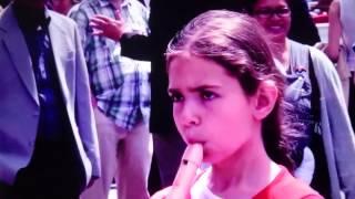 【フラッシュモブ】少女がリコーダーを吹いたら凄い演奏が始まった