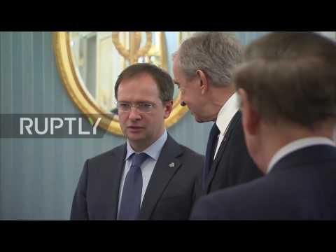 Russia: Putin thanks Bernard Arnault for arranging Russian art exhibition in Paris