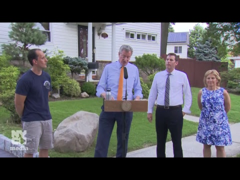 Mayor de Blasio Meets with a Homeowner