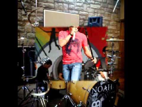 rio-alief-di-gadang-gadang-jadi-drumer-noah-band