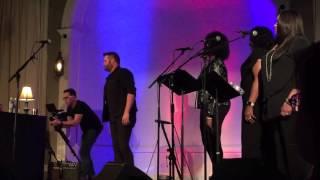 Randy Houser Performs