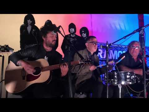 Jessica KYMT - Billie Joe Armstrong And Friends Pay Tribute To Johnny Ramone!