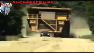 ШОК!!!  СМОТРЕТЬ ВСЕМ! Авария с машиной гигантом! Редкое видео! ЖЕСТЬ!