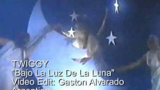 TWIGGY  Bajo La Luz De La Luna