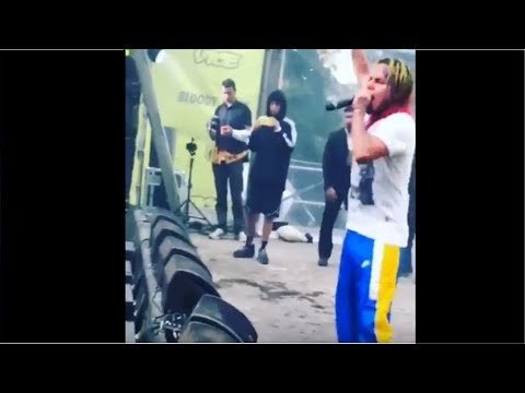 6ix9ine Tribute To XXXTENTACION plays the song of xxxtentacion in concert (Look At me) #RİPX
