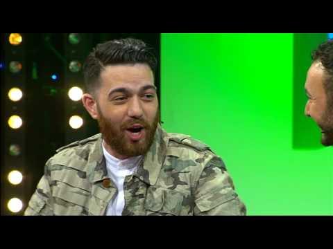 Publiek gaat spontaan los op liedje van MURDA - De Dino Show