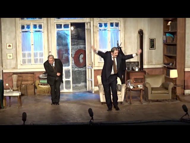 Δάφνες και Πικροδάφνες - Χειροκρότημα - Σκηνοθεσία Πέτρου Φιλιππίδη - StellasView.gr