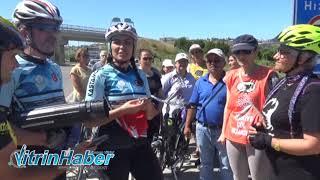 Bayrak Sinoplu kadın bisikletçilerde