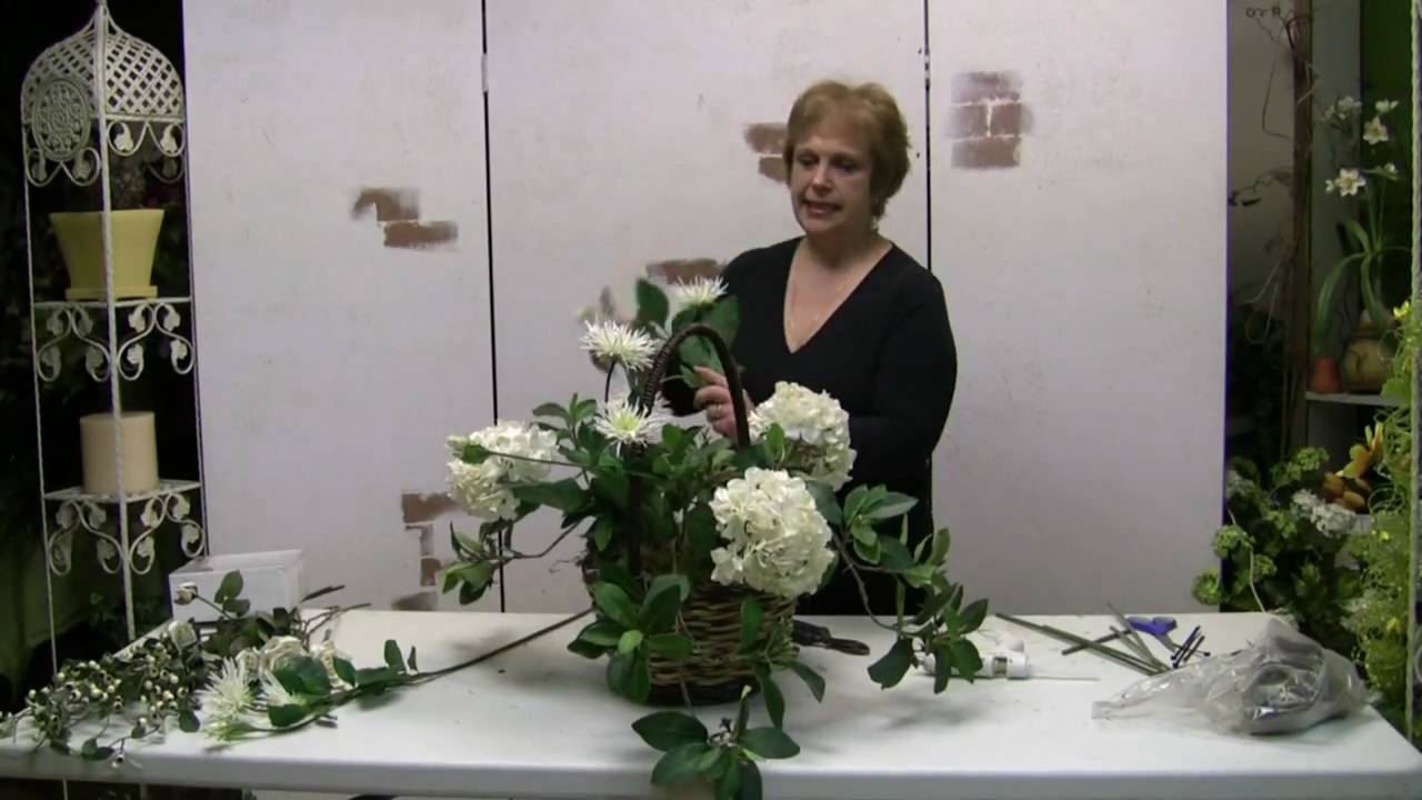 How To Make A Mother S Day Flower Basket Flower Arrangement Wonderhowto