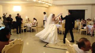 Нежность первого танца молодоженов