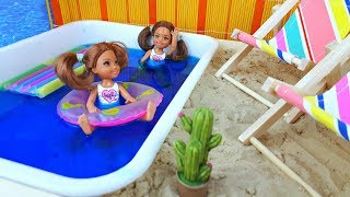 Barbie dolls swimming in the pool - Play dolls
