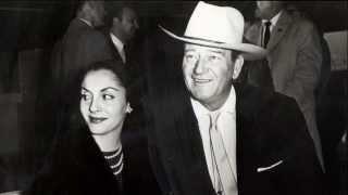 John Wayne et Pilar Pallete - 7'15