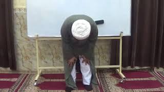 خطأ شائع في وضع اليدين عند القيام والسجود والتشهد في الصلاة