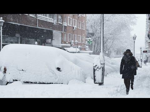 Европа в шоке. Мощные снегопады засыпают континент