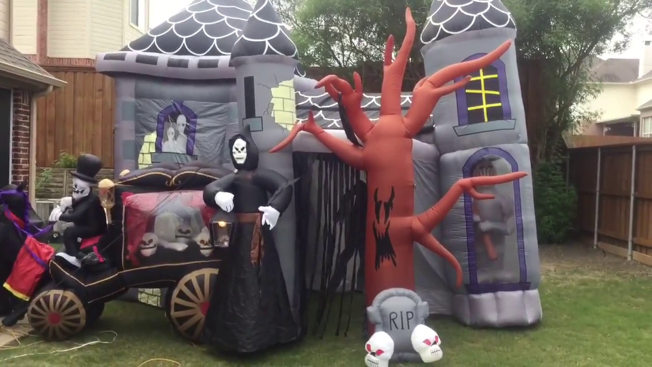 inflatable haunted house and inflatable carriage video for flamingquilava46