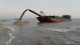 Kapal penyedot pasir laut dan sungai