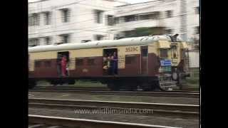 Gambar cover Mumbai's life line - local trains