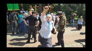 ЛУГАНСКОГО БИЛИ ПАЛКАМИ И КРЕСТАМИ   Ч.2  ЗА СТАЛИНА! Русский мир в Киеве. Полиция бездействует.