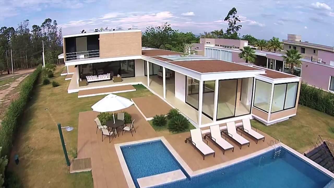linda casa com design moderno no condom nio fazenda vila