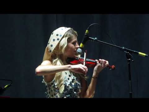 Lindsey Stirling   Devil Went Down to Georgia challenge